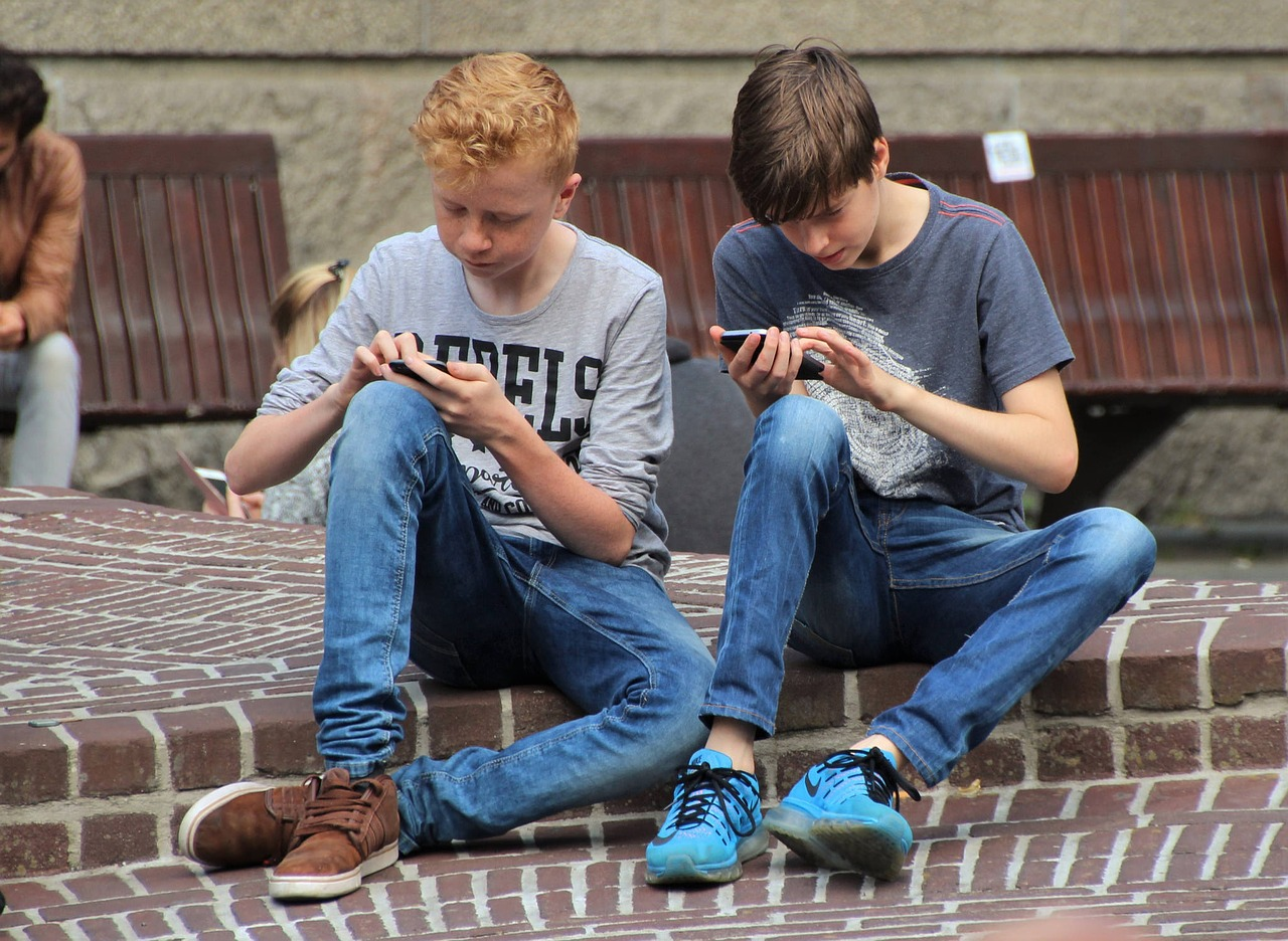 mobile addiction in youth essay