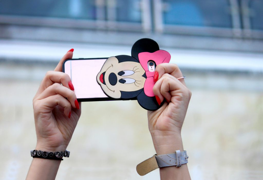 Selfie addiction: is that even real? Making sense of selfie culture