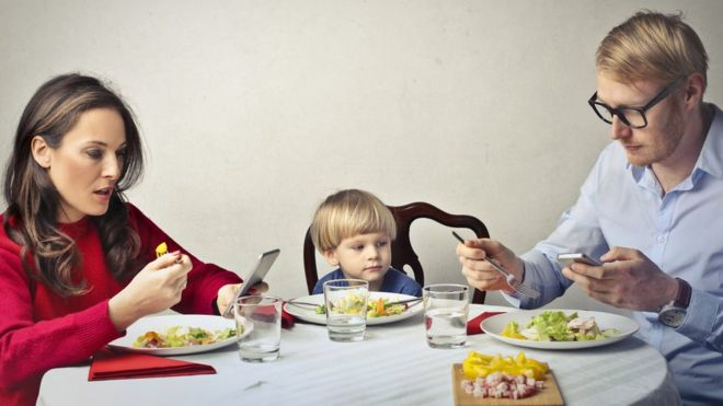 Would you hand over your mobile phone for a free meal?